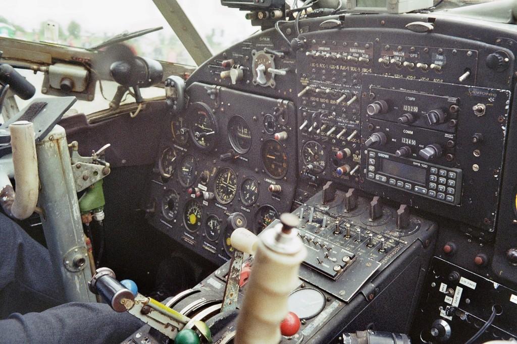 Das Cockpit der AN-2