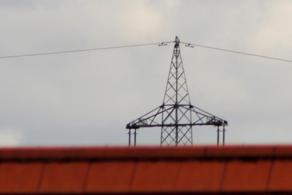 Strommast - Vergleichender Ausschnitt mit dem EF 75-300